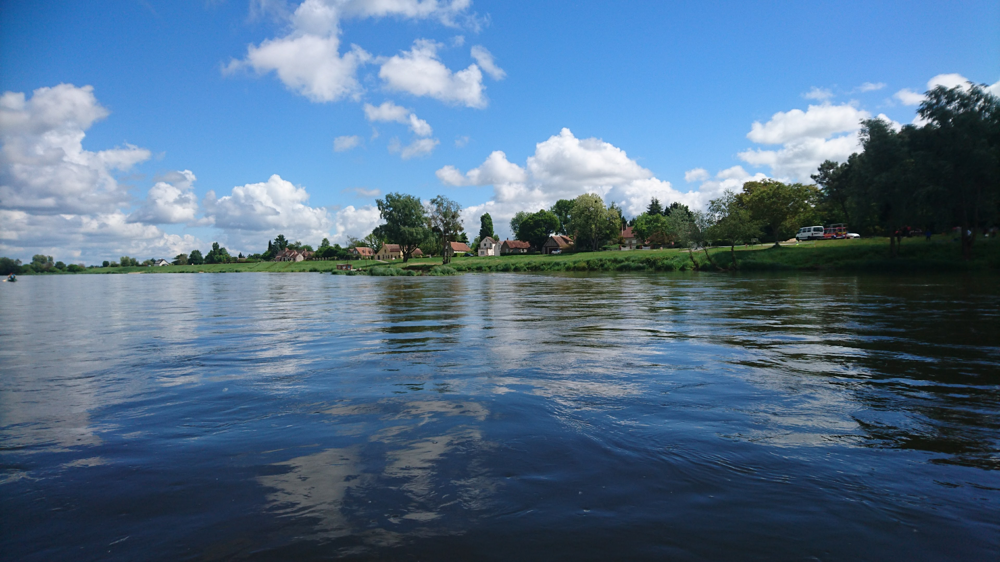 Loire canoeing nevers to chateauneuf ripe for Camping jardin de sully saint pere sur loire 45